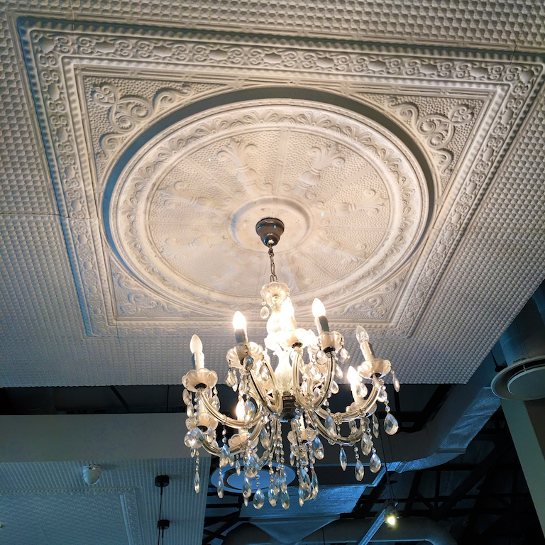 Pressed Ceiling and Chandelier Vovo Telo