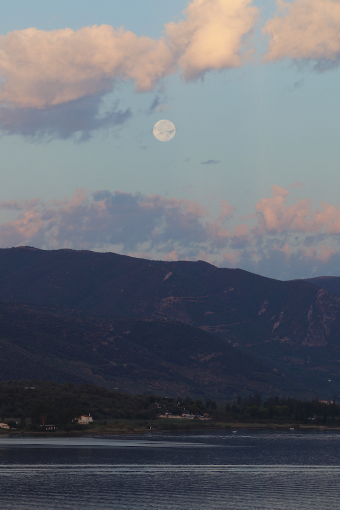full-moon-at-sunrise-copy