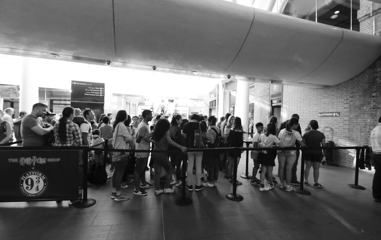 queue-for-harry-potter-platform-pic