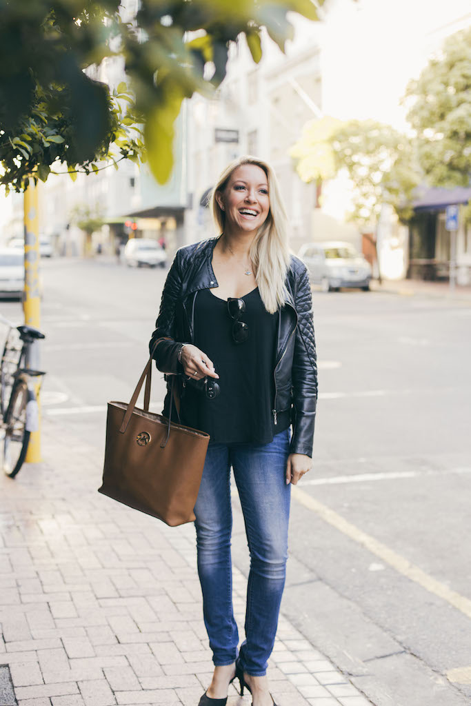 bailey-schneider-street-style-and-laugh