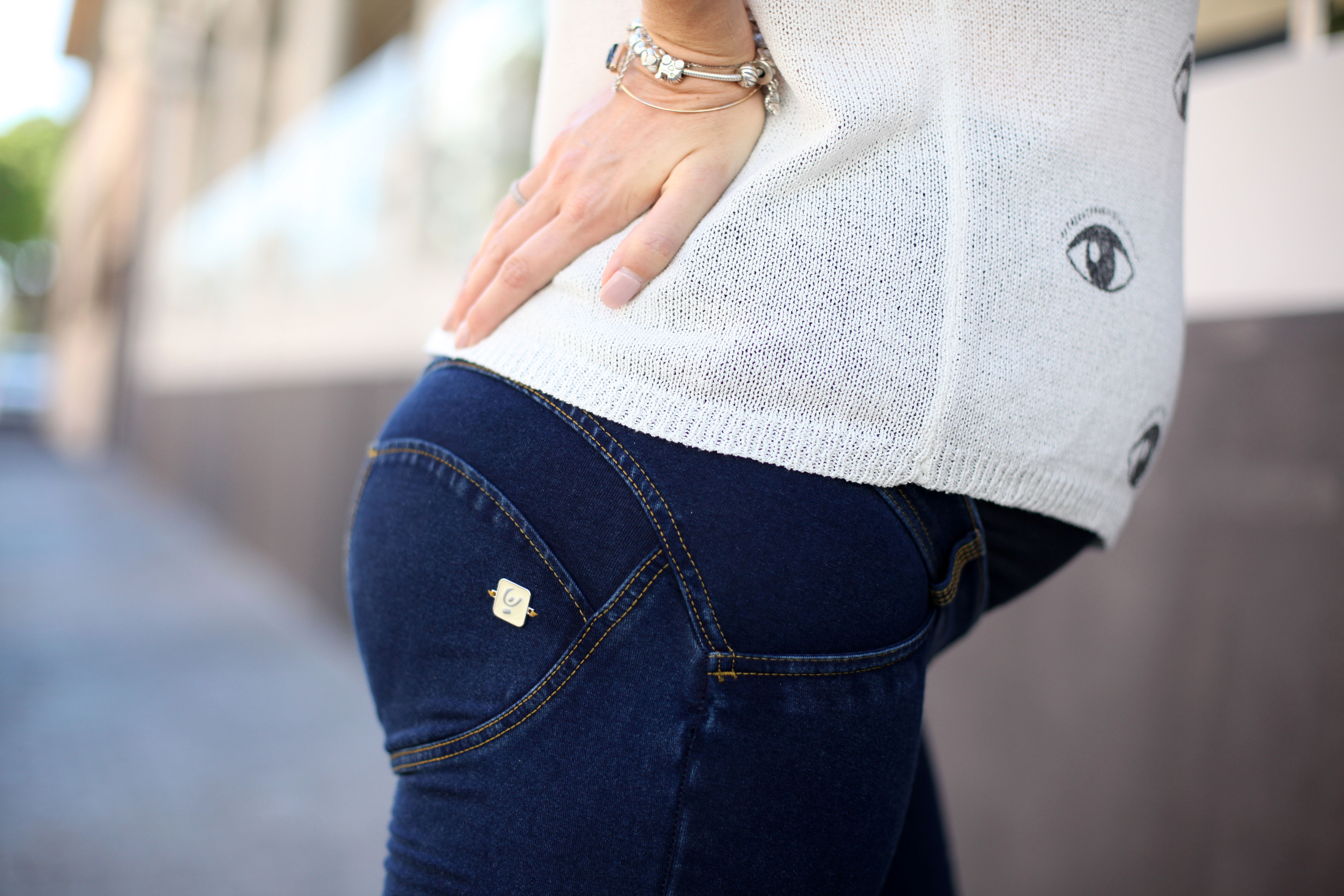 8d23768e47f5c ... they still lift the bum area, smooth your legs and sit comfortably  below the bump, with a stretchy and supportive bump band that's a part of  the jeans.